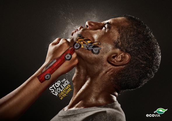 《非常能表现人体感官的交通安全广告》