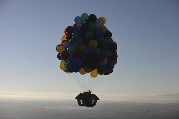 《现实中的飞屋-感受动画中的飞翔感觉》