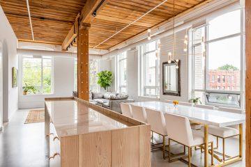 Candy Loftis木质感极强的厨房区域划分