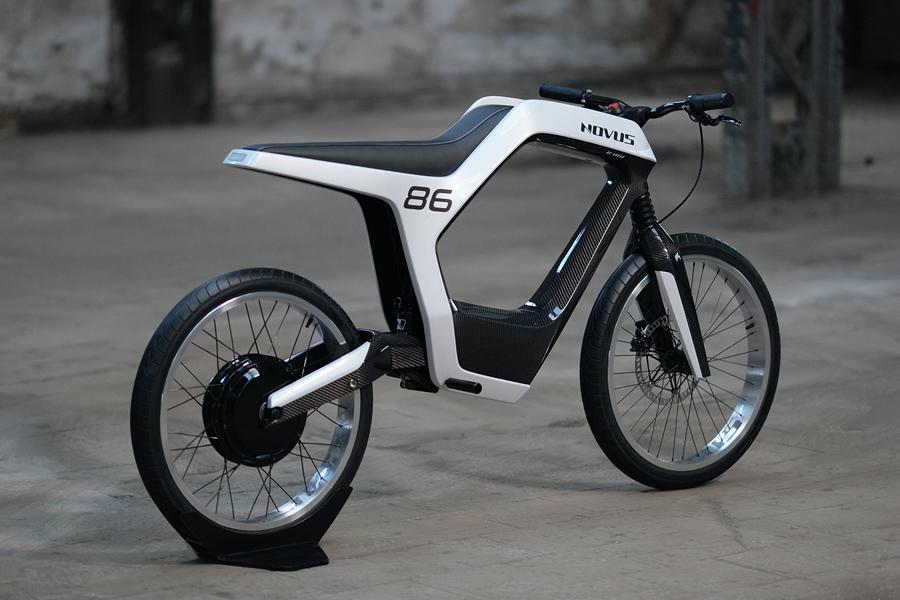 《现代城市通勤者:电动摩托车》