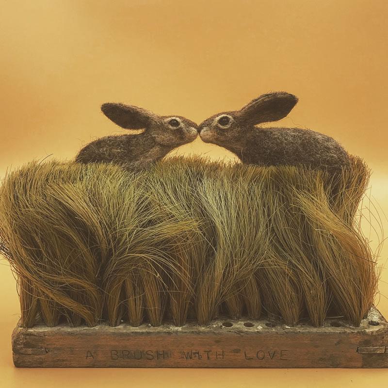 《超强的手工物品毛刷与动物组成的趣味自然场景》