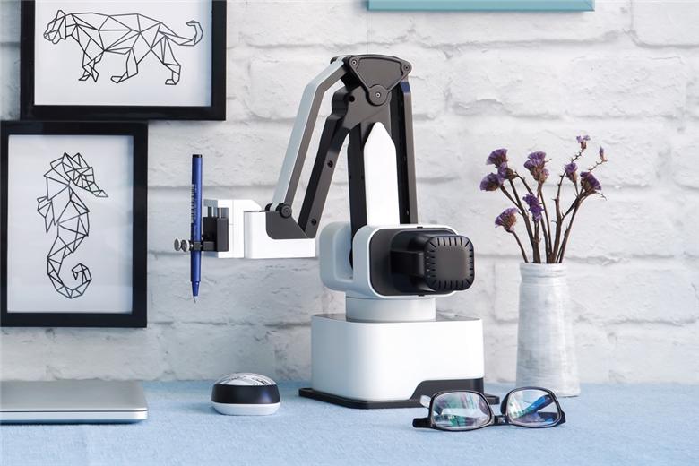《家用集成3D打印和平面多手法打印的机械臂进入生活》