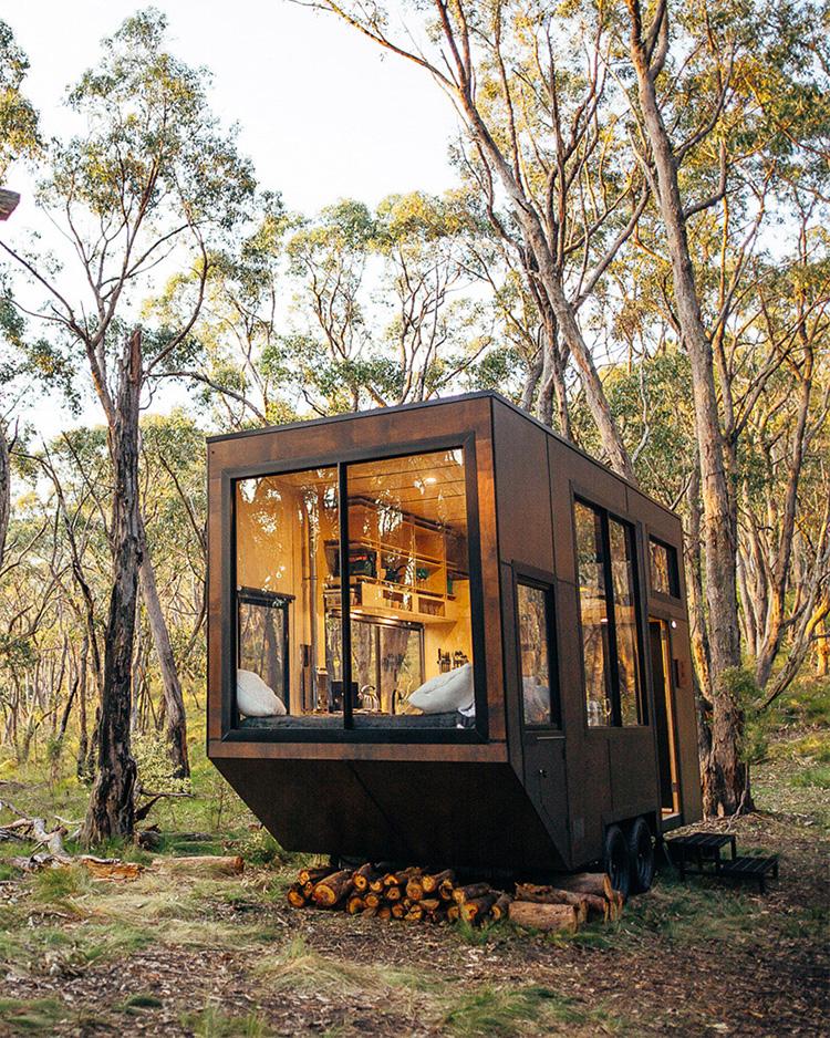 《自由移动的舒适小木屋让你享受森林的第一抹阳光》
