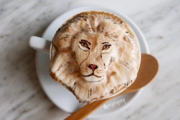 美味的卡布奇诺咖啡和拿铁咖啡泡沫制成的可爱动物